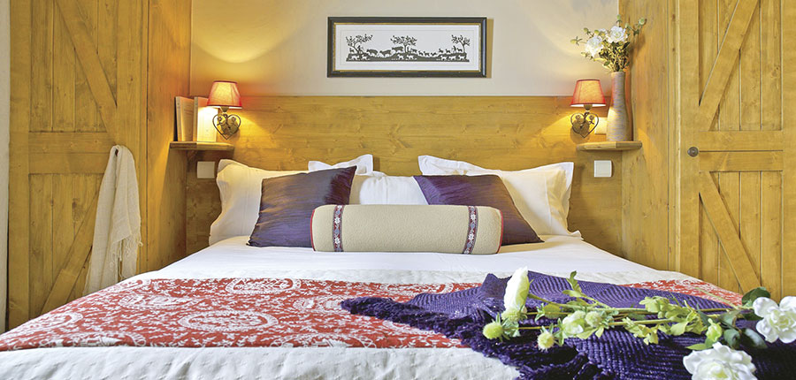 France_Les-Arcs_Le-Village-Apartments_Bedroom.jpg